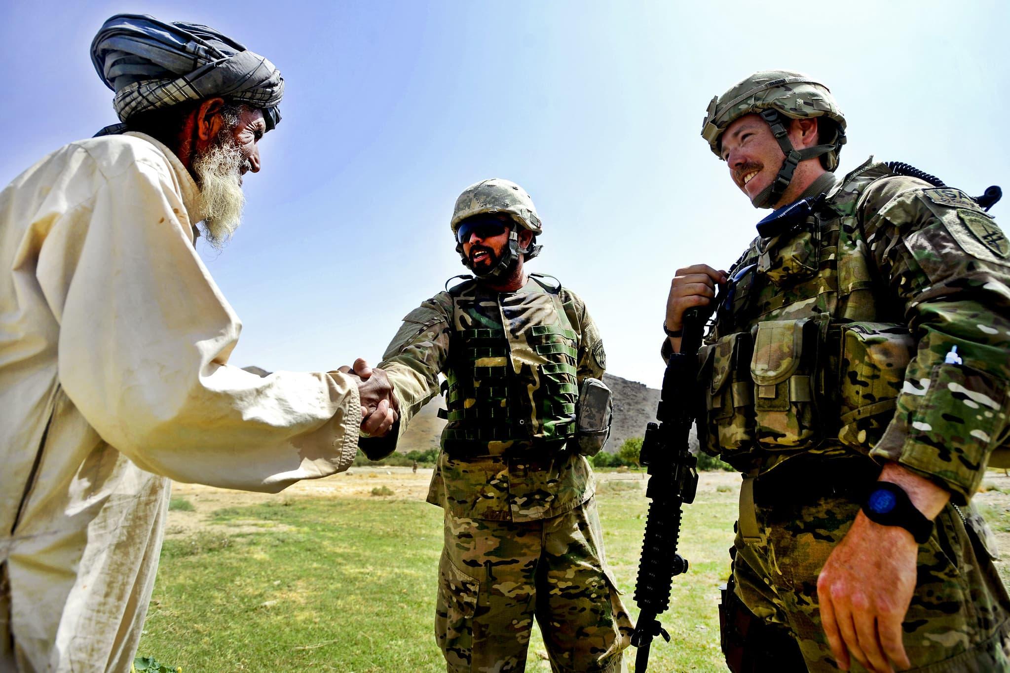Biden comenzará la evacuación de los afganos que ayudaron al ejército estadounidense durante la guerra