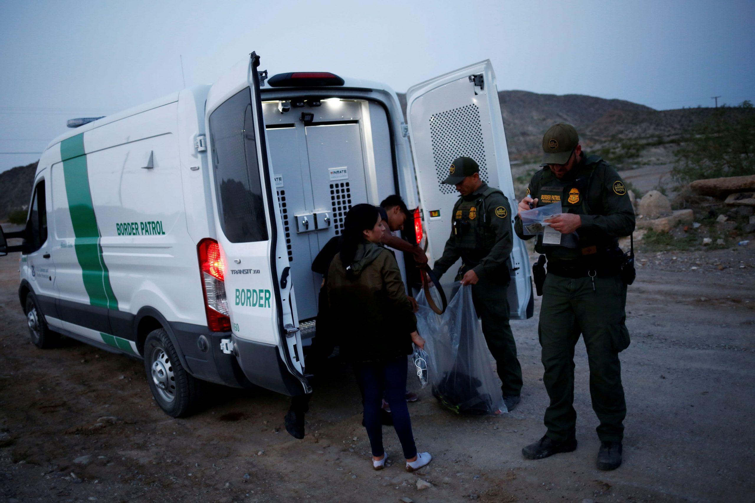 Biden planea acelerar el procesamiento de asilo y las deportaciones en la frontera