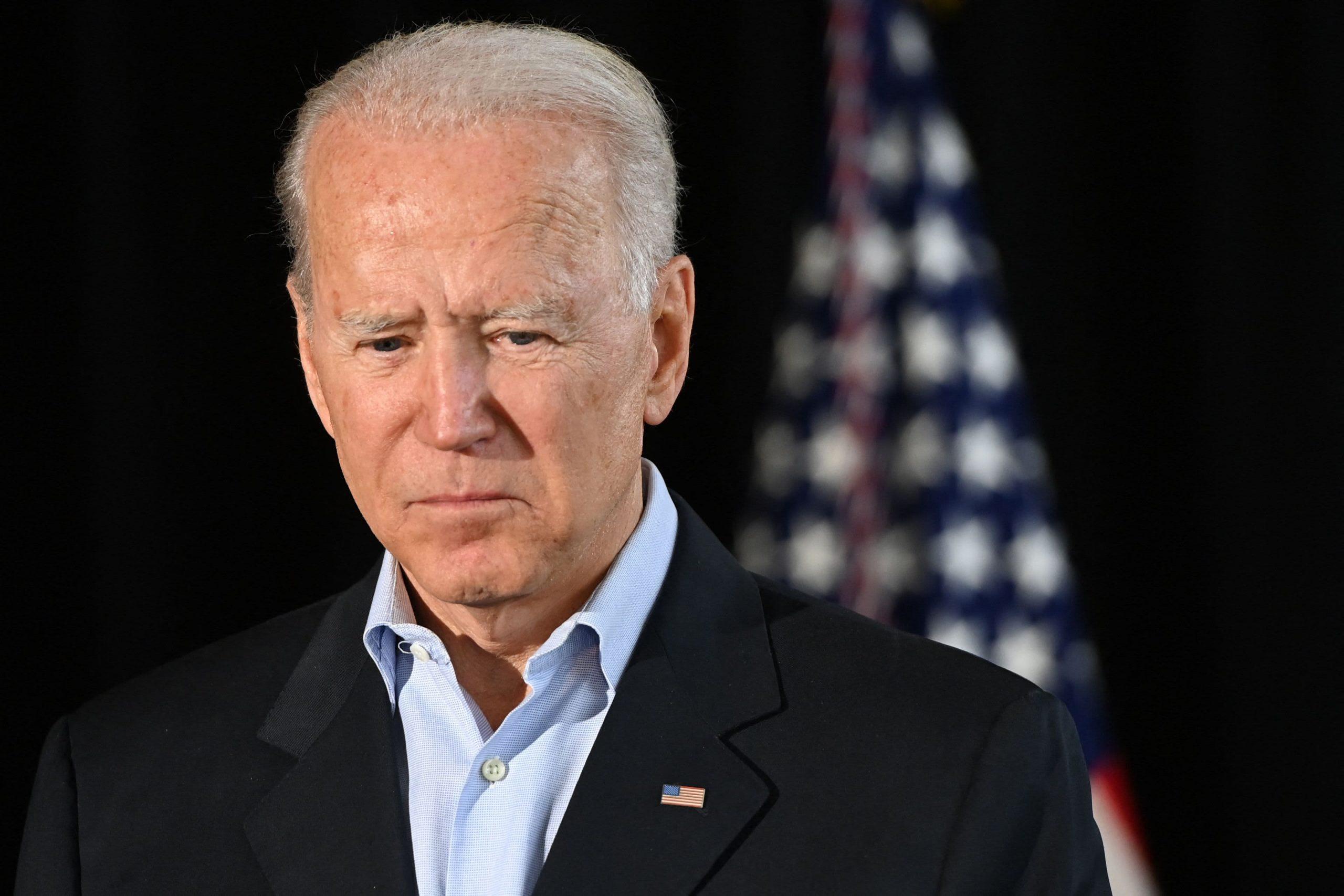 Biden se reúne con las familias de las víctimas del colapso de un condominio en Florida: 'Están pasando por un infierno'
