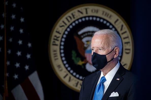 Biden usará mascarilla en interiores donde se aplica la nueva guía de los CDC, pide a todos los estadounidenses que hagan lo mismo