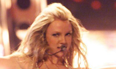 Britney Spears despierta preocupación en los fanáticos mientras masajea los senos desnudos en Instagram