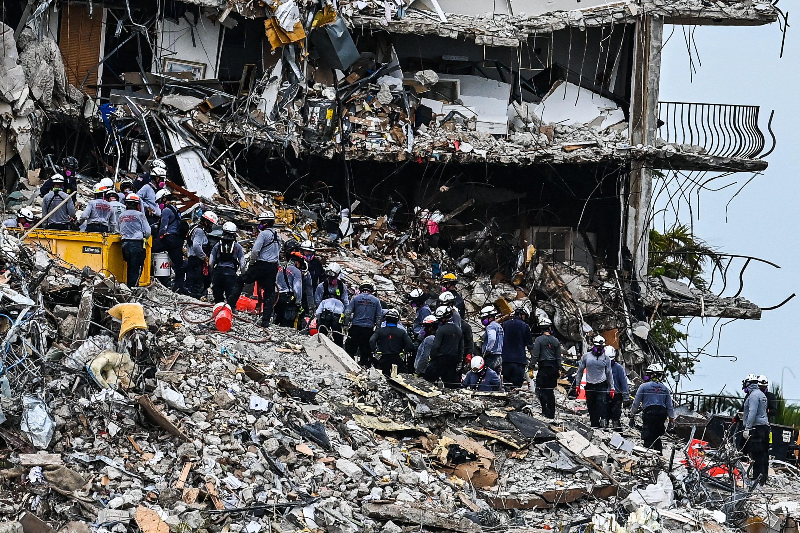 El número de muertos aumenta a 18 en el colapso de un condominio en Florida, faltan puntuaciones mientras continúa la búsqueda y el rescate