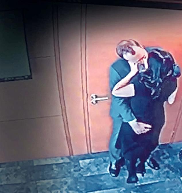 Imágenes y video mostraron a Hancock en un abrazo con su asistente Gina Coladangelo dentro de su oficina privada.