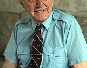 Eric Carter, el último superviviente de una tripulación de 38 pilotos que fueron enviados en una misión ultrasecreta para defender Rusia de las fuerzas invasoras de la Alemania nazi, murió a los 101 años.