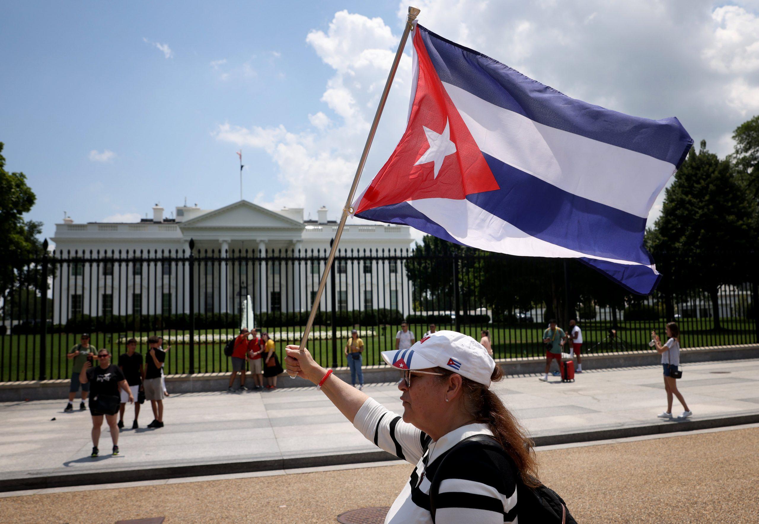 Estados Unidos considera formas de ayudar al pueblo cubano después de las protestas, dice el Departamento de Estado