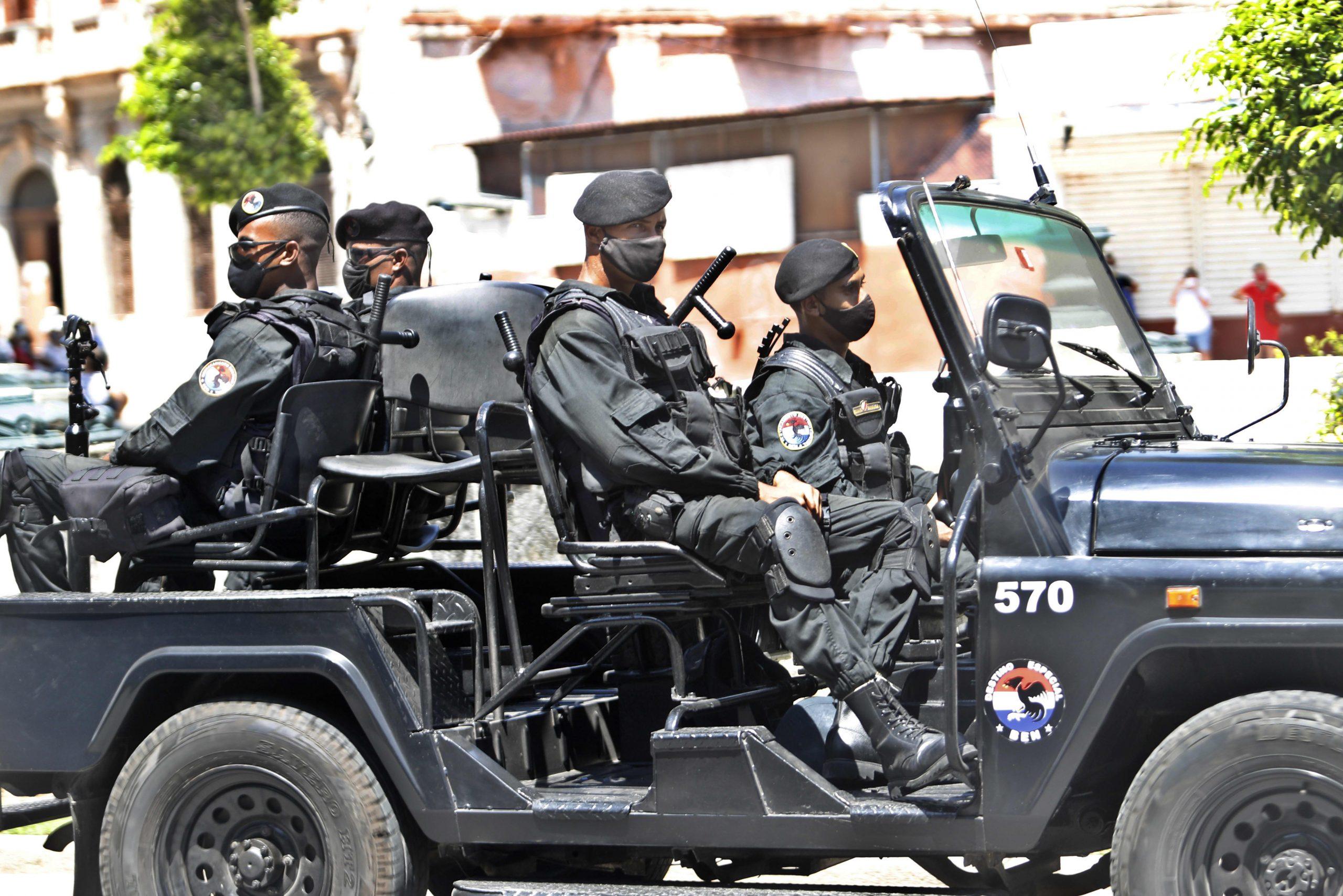 Estados Unidos sanciona a los funcionarios cubanos por la represión de las protestas mientras Biden advierte: 'Esto es solo el comienzo'