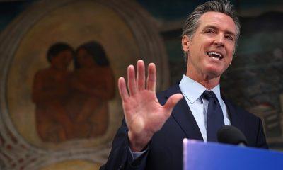El gobernador de California, Gavin Newsom, fotografiado en una conferencia de prensa el 10 de mayo, anunció el lunes que todos los empleados estatales y de atención médica en el estado tendrían que recibir una vacuna COVID o someterse a pruebas regulares a partir del próximo mes.