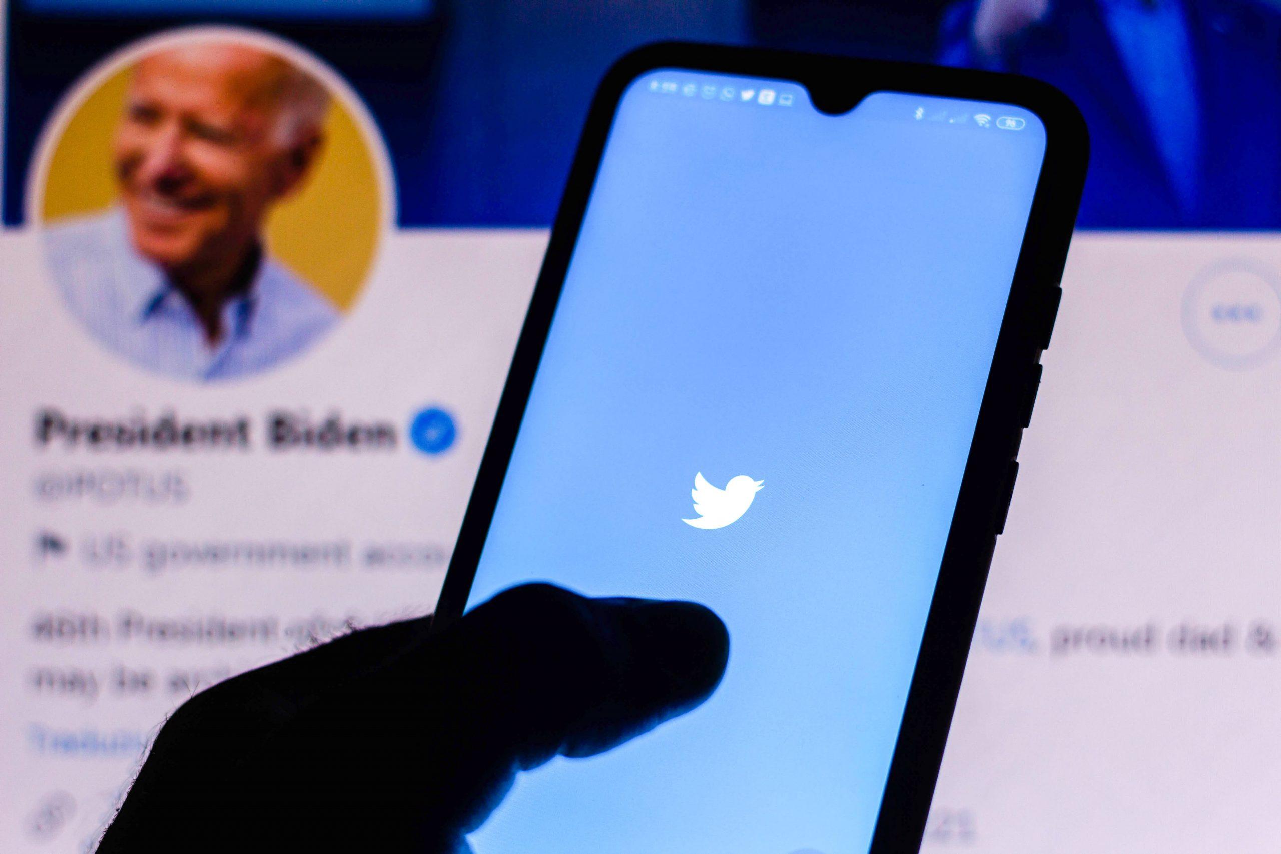 Hombre británico arrestado por pirateo de Twitter en 2020, estafa de bitcoin de cuentas de Biden, Obama, Musk y Buffett