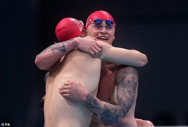 Juegos Olímpicos de Tokio: Adam Peaty ayuda al equipo GB a alcanzar el oro en el relevo mixto 4x100