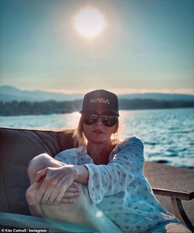 Radiante: Kim Cattrall se veía relajada en una foto bañada por el sol en Instagram el martes cuando el reinicio de Sex And The City se llevó a cabo sin su personaje Samantha Jones