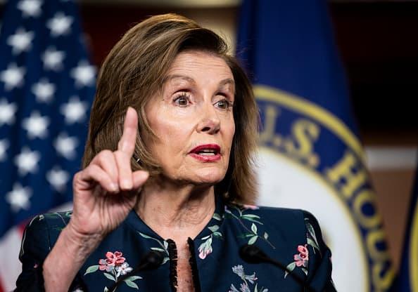 Los aliados de Trump, Jordan y Banks, fueron elecciones 'ridículas' para la comisión del 6 de enero, dice Pelosi