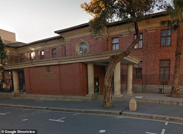 En la imagen: Tribunal de Magistrados de Ciudad del Cabo, donde aparecieron dos policías después de secuestrar a un hombre inocente en la calle como reemplazo de un prisionero fugitivo.
