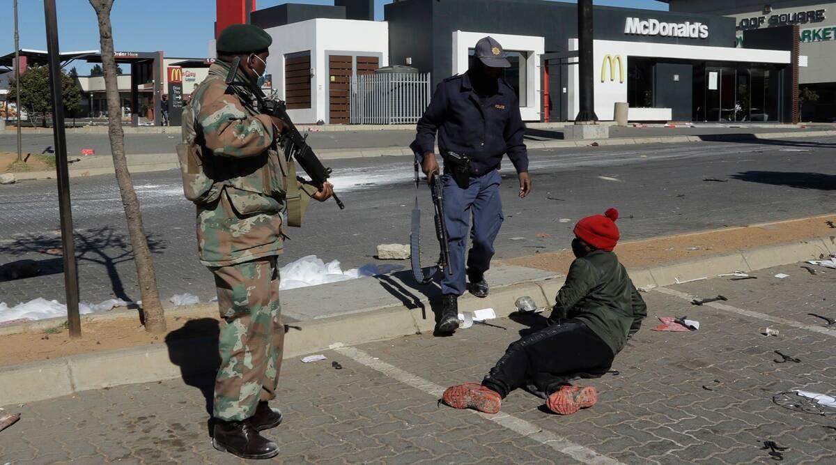 Los disturbios y saqueos continúan en Sudáfrica, hasta 32 muertos