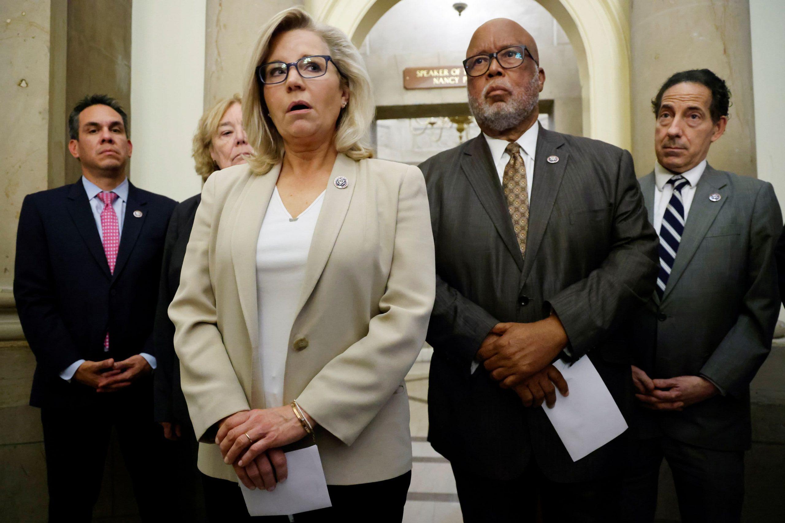 Pelosi nombra a 8 miembros del comité del 6 de enero, incluida la republicana Liz Cheney, para investigar disturbios pro-Trump