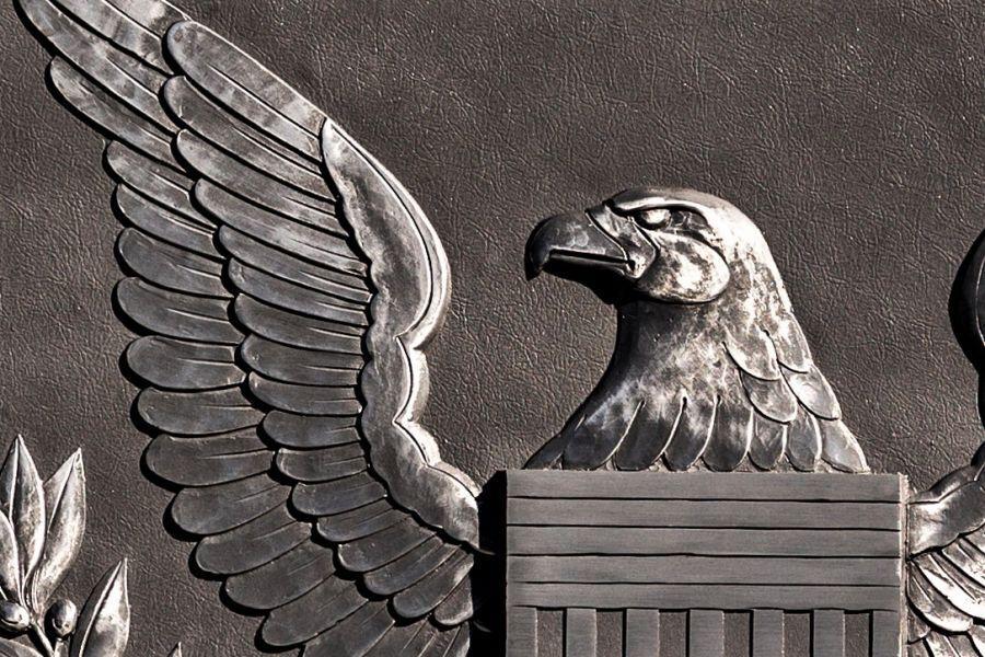 Una advertencia del presidente de la SEC, los mineros de Bitcoin se hacen públicos, Euro Tether + más noticias