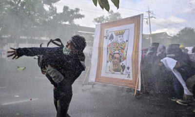 A medida que aumentan los casos de COVID en Tailandia, el gobierno lleva a los críticos a los tribunales