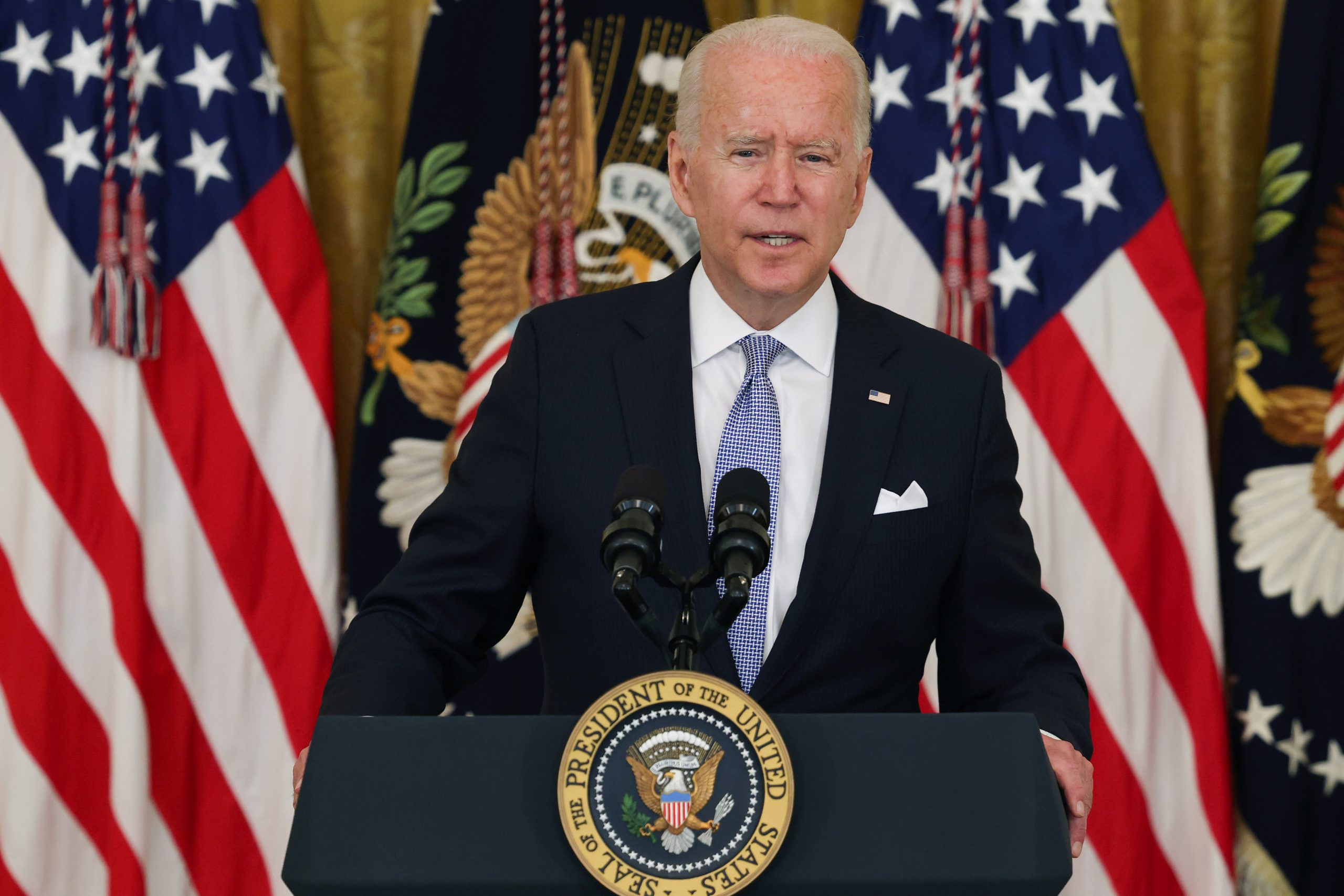 Biden bloquea la expulsión de la mayoría de los residentes de Hong Kong de EE. UU. Durante 18 meses, cita la represión de China