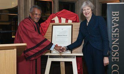 Mohamed Amersi (izquierda) dijo que los conservadores lo habrían tratado mejor si tuviera un nombre tradicional en inglés y hubiera estado en Eton y Oxford.  (En la foto de la derecha, la ex primera ministra Theresa May)