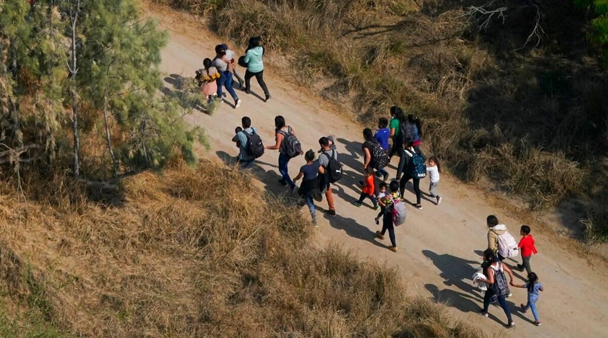 Estados Unidos comienza a enviar a familias migrantes a México lejos de la frontera: fuente