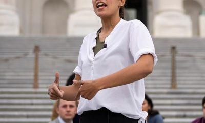AOC (en la foto en los escalones del Capitolio de los EE. UU.) Y The Squad celebran cuando Biden ordena a los CDC comenzar una nueva moratoria de 60 DÍAS sobre los desalojos