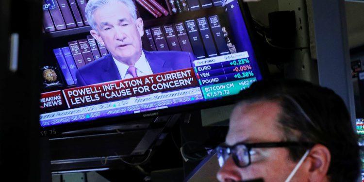 La acción del precio récord del mercado está imitando a finales de 1999 y podría provocar una corrección del 10% al 20%, advierte alcista a largo plazo Julian Emanuel.