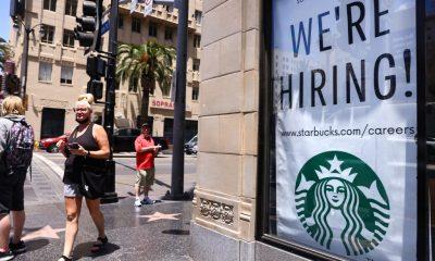 Las empresas privadas agregaron 330.000 puestos de trabajo en julio, según ADP, muy por debajo de la estimación de 653.000