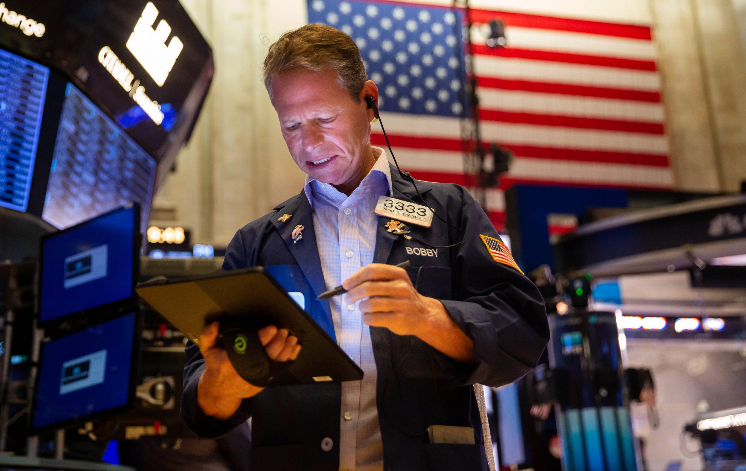 Los futuros de acciones se mantienen planos mientras el S&P 500 y el Nasdaq se ubican en un récord