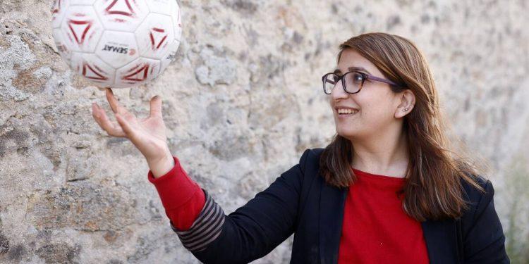 No hay futuro para mujeres como yo, dice futbolista afgana exiliada