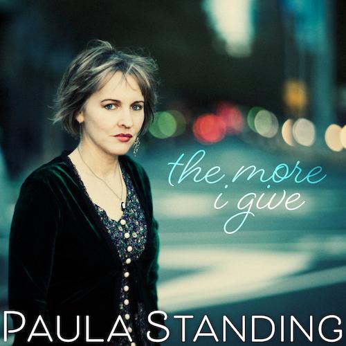 Paula de pie - Noticias y chismes de la farándula mundial