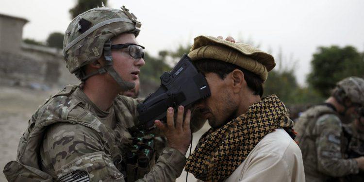 Según los informes, los talibanes tienen el control de los dispositivos biométricos de EE. UU., Una lección sobre las consecuencias de vida o muerte de la privacidad de los datos