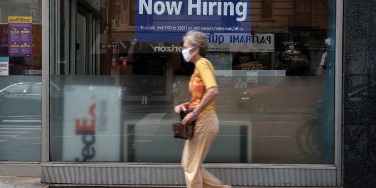 ¿Se retrasan las prestaciones por desempleo?  Puede cobrar más allá de la fecha límite del Día del Trabajo