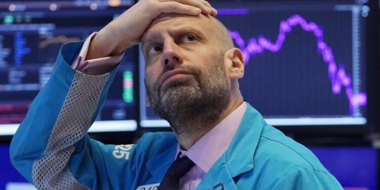 Los futuros de las acciones de EE. UU. Se mantienen prácticamente sin cambios después de que el Nasdaq se desploma en la venta masiva inducida por las tasas