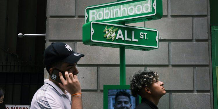 Acciones que hacen los mayores movimientos al mediodía: Facebook, Robinhood, FedEx y más