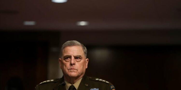 Bajo feroz ataque republicano, el general estadounidense Milley defiende llamadas con China
