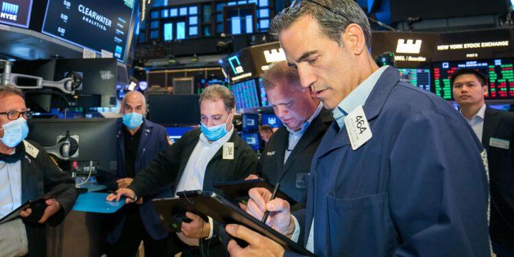 Cuatro operaciones 'contrarias' que podrían resistir los vaivenes salvajes del mercado