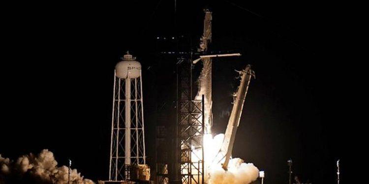 spacex launch international4 mission civilian flight