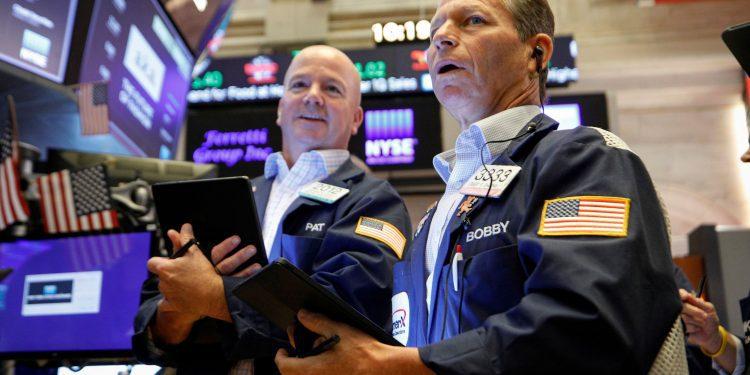 Dow salta 550 puntos a medida que se intensifica el rally de regreso, se vuelve positivo para la semana