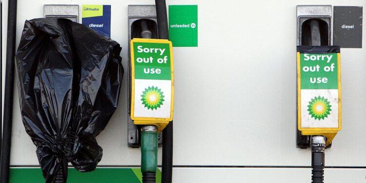 El Reino Unido flexibiliza las reglas de competencia para la industria del combustible debido a que las bombas de gasolina se secan