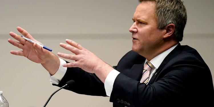 El abogado antidisturbios del Capitolio John Pierce desaparece con la excusa de Covid y 17 casos pendientes, dicen los fiscales