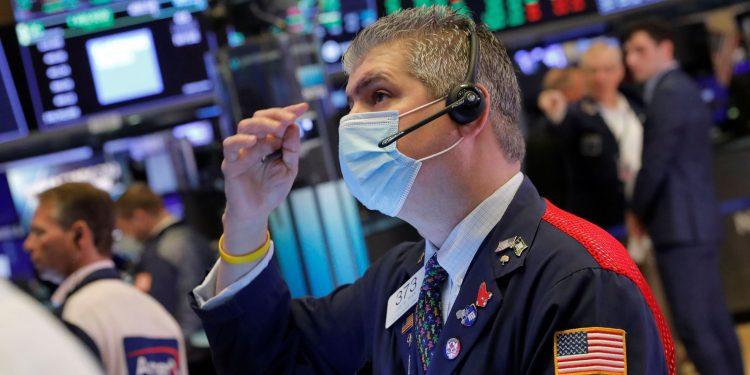 El toro del mercado Tom Lee predice un septiembre récord, pero advierte que podría producirse una corrección del 10% en octubre
