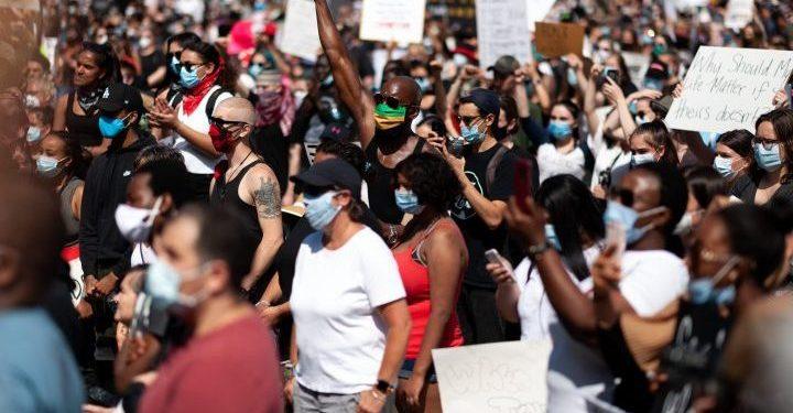 Elecciones en Canadá: activistas 'frustrados' porque los líderes del partido esquivaron el tema del racismo - National
