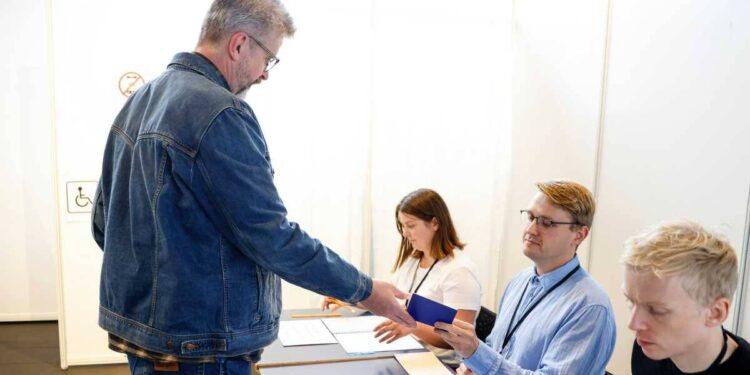 La coalición gobernante de Islandia impulsa la mayoría, según muestran los resultados preliminares de las elecciones
