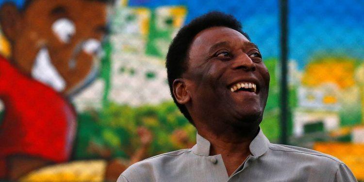La leyenda del fútbol Pelé permanece en cuidados intensivos después de la cirugía