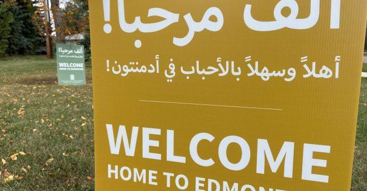 Los refugiados de Afganistán comienzan a llegar a Edmonton y Calgary