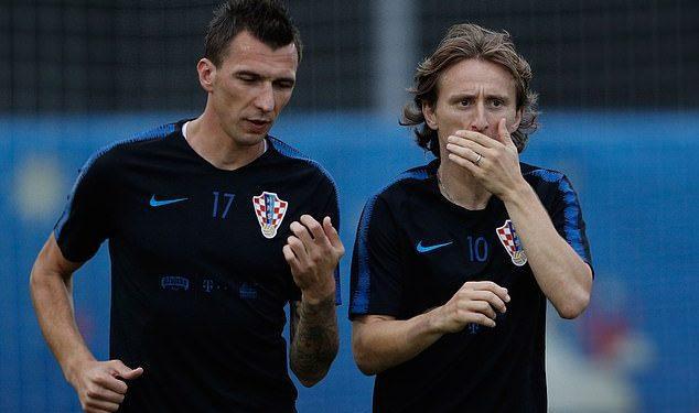 Luka Modric (derecha) reveló que él y Mario Mandzukic (izquierda) se pelearon durante tres años.