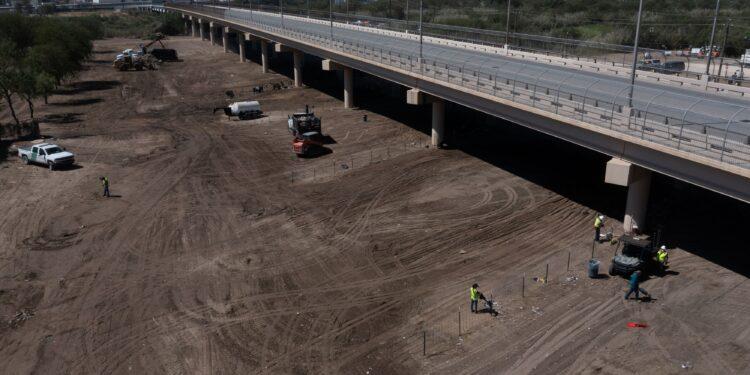 Ningún migrante permanece en el campamento debajo del puente en la ciudad fronteriza de Texas, dice el secretario del DHS