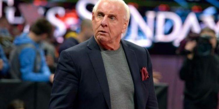 WWE / Peacock elimina el video de 'Story Time' de Ric Flair hablando sobre asistentes de vuelo intermitentes