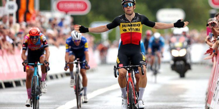 Wout van Aert logra una tripleta en la sexta etapa del Tour de Gran Bretaña 2021