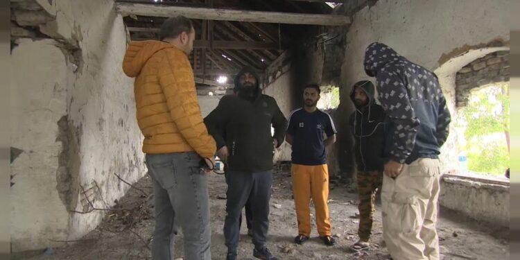 Afganos entre cientos de migrantes varados en la frontera entre Serbia y Hungría