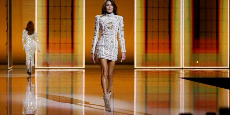 Balmain, Balmain paris fashion week, Balmain carla bruni